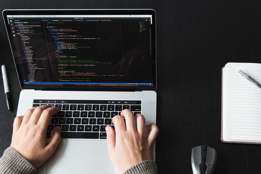 【PHP入門】PHPの特徴と基本的な書き方